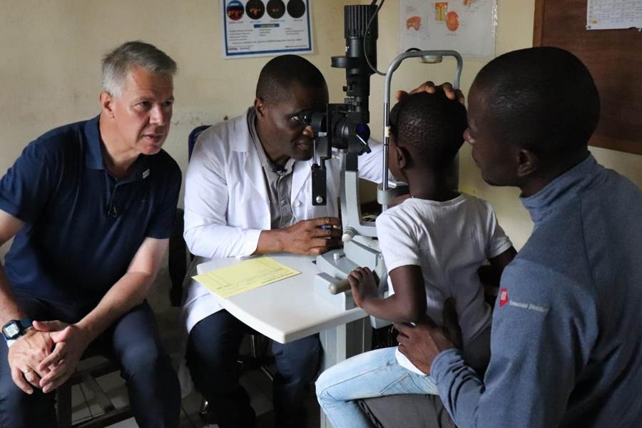 2018 Kamerun - Untersuchung mit Toni Kloeppel & Dr. Ngounou