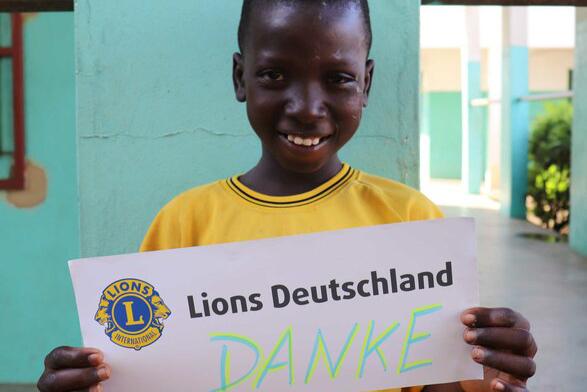 2016 Benin - Ein Löwe sagt danke