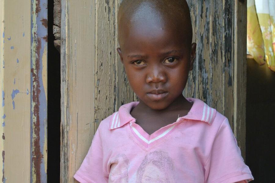 2013 Simbabwe - Die kleine Vuyisile wurde im Verlauf der Dreharbeiten operiert, sie hat Grauen Star im linken Auge