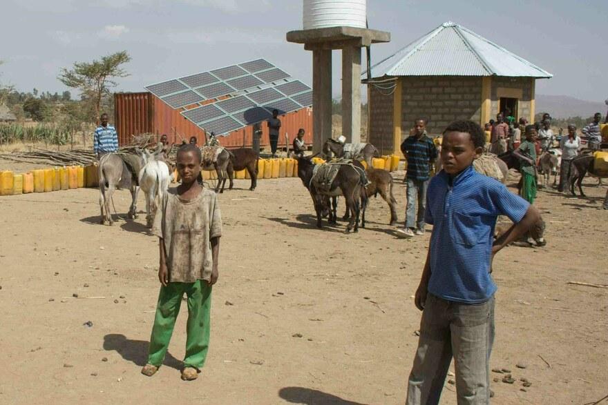 2015 Äthiopien -Hier sieht man den Solarbrunnen samt den Solarpanels