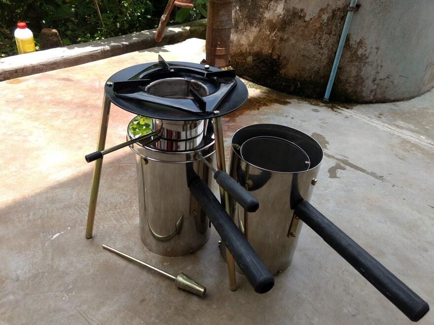 Der Kochofen mit und ohne Kochaufsatz.