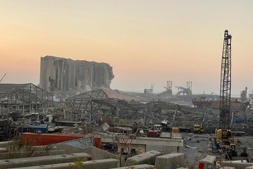 2020 Beirut - Der Hafen von Beirut, die Lebensader des Landes, ist völlig zerstört.