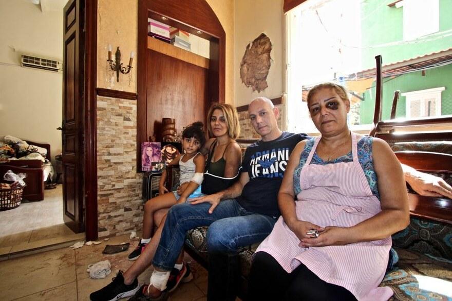 2020 Libanon - Eine Familie sitzt in Trümmern ihrer Existenz