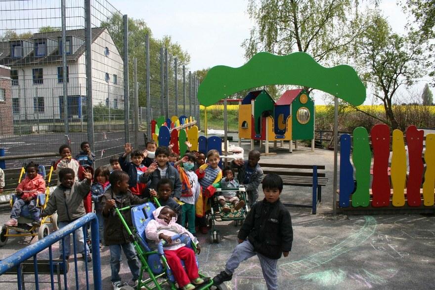 Eine Gruppe Kinder im Friedensdorf Oberhausen